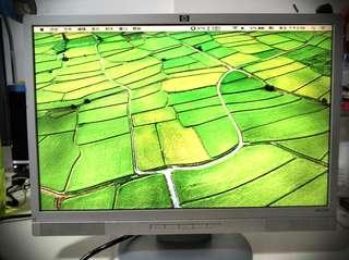 HP W19e--19-inch (48.2 cm) diagonal and viewable image