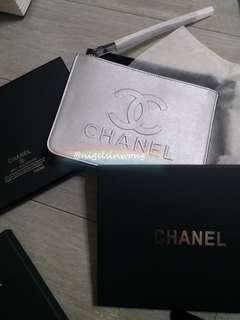 🌲🌹Chanel Christmas gift pouch clutch vip gift 手提袋 銀色 手提包 case