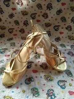 Sepatu pesta 9cm warna gold good condition seriussss