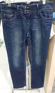 🚚 九成新箱子牛仔褲