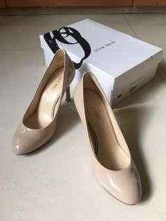NINE WEST elegant nude heels