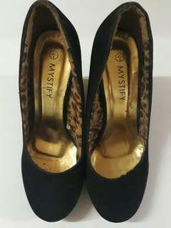 Preloved Black Shoes