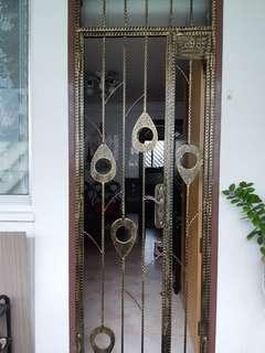 Iron gate for HDB