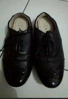 Sepatu kuliah/main