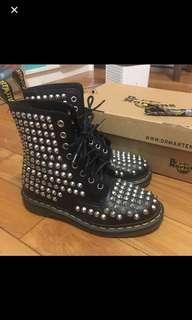 🚚 二手-Dr. Martens馬汀大夫黑色2016限量款滿版卯釘8孔馬汀靴馬汀鞋(37號 贈彩色鞋帶)