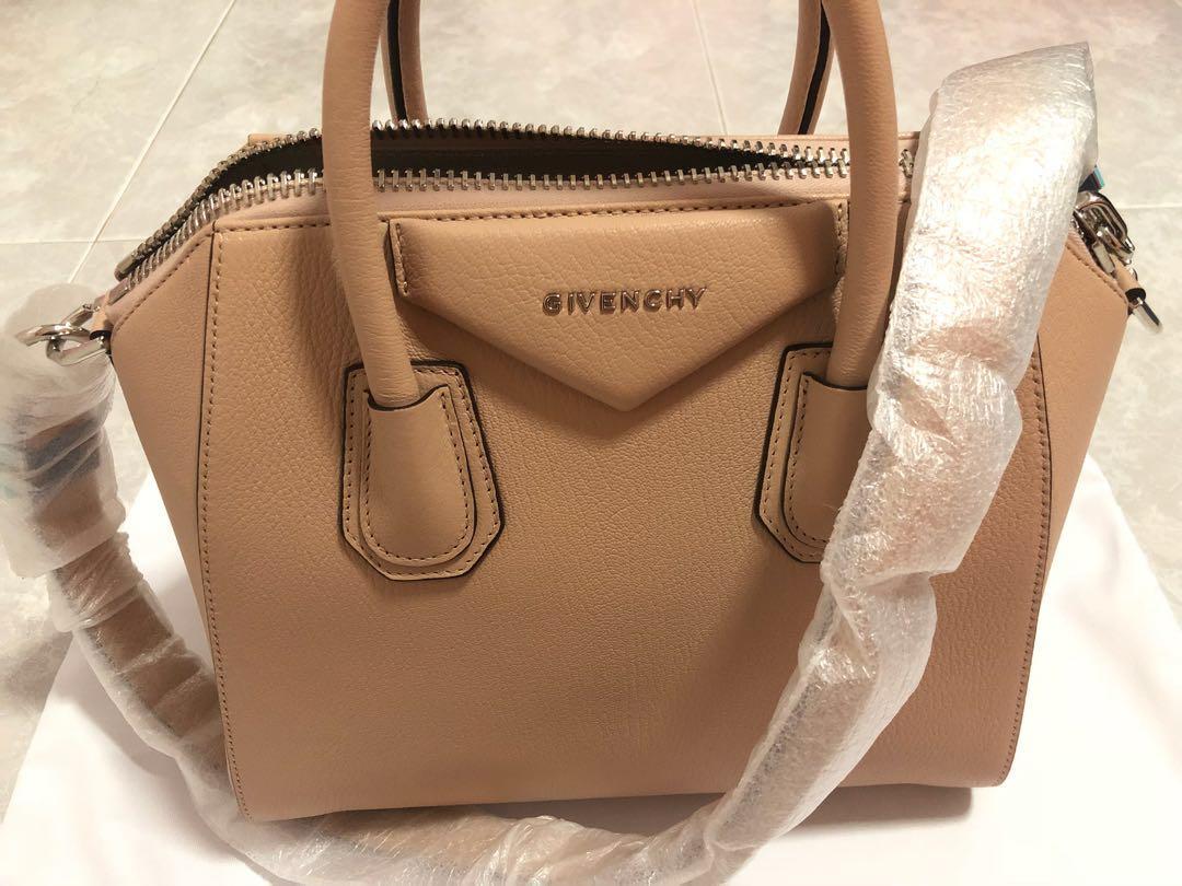 3fd5c009cff5  Authentic   BN  Givenchy Antigona small