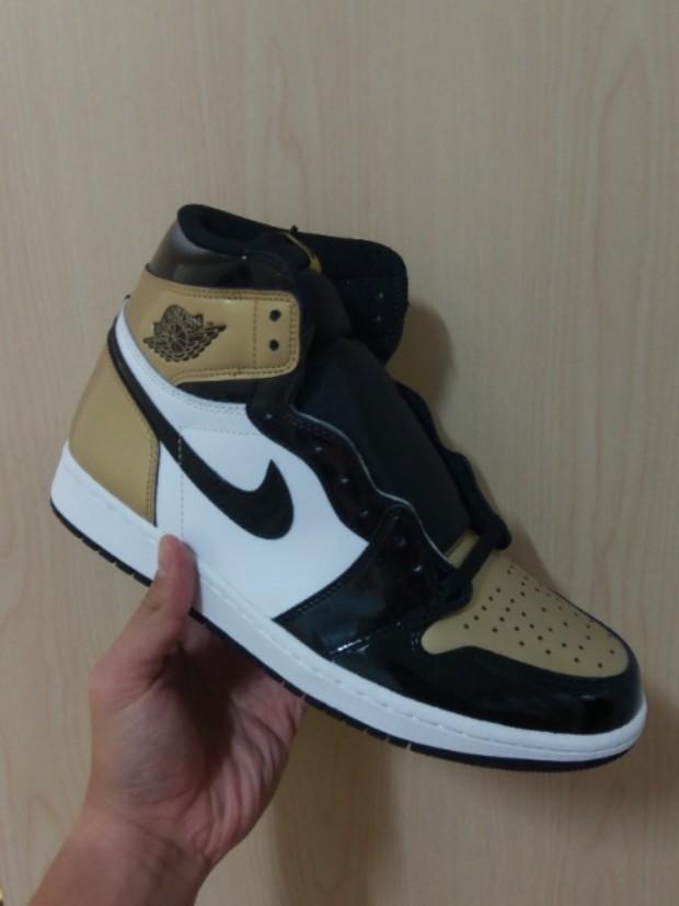68a188c1c032 US10 Air Jordan 1 Retro High OG NRG Gold Toe