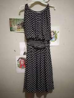 Dress hitam stripe putih