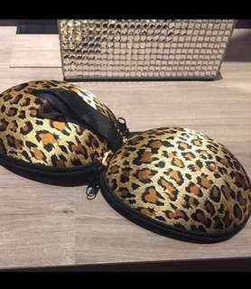 🚚 Leopard bra case brand new bra storage