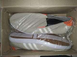 Sepatu slop adidas pria