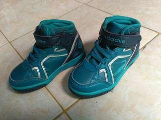 Sepatu anak crocodile