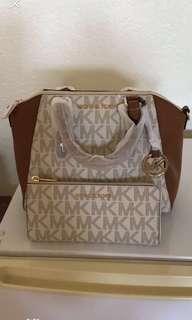 💯Authentic Michael Kors MD Ciara Messenger Saffiano Leather with   MICHAEL KORS BEDFORD MK SIGNATURE LARGE THREE QUARTER ZIP WALLET IN VANILLA/ACORN