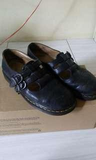 Dr martens , marry jane warna hitam size 9/43 masih good condition