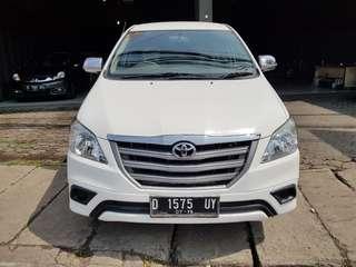 kijang innova E manual bensin 2014 putih