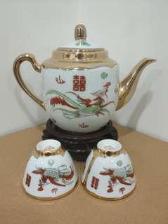 景德鎮 金地龍鳳 茶壺 及 茶杯 二缸盅兩隻 瓷器