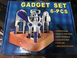 6 pc kitchen gadget set BNIB