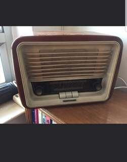 德律風根古董膽機收音機。