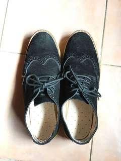 Suede black brogue wingtip shoes