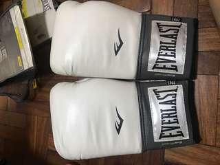 14oz Bnew Everlast Boxing Gloves