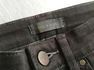 🚚 Uniqlo 緊身黑色牛仔褲(22腰)