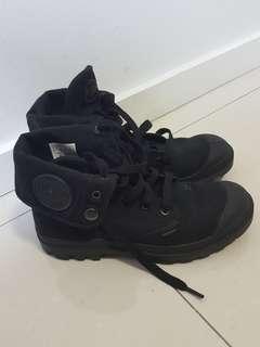 Palladium black baggies boots