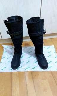 Black leather boots with suede