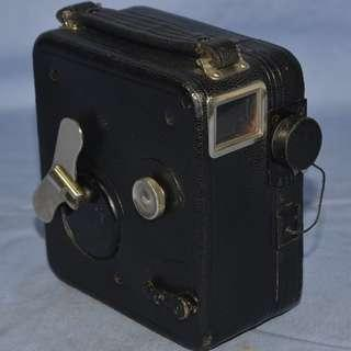 ANTIQUE VINTAGE PATHE FRANCE MOVIE CAMERA MODEL 'BABY-CINE MOTOCAMERA' 1928