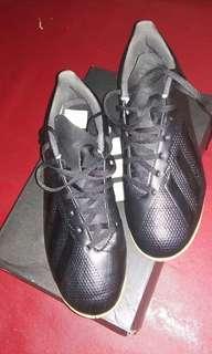 Sepatu Futsal adidas uk.41