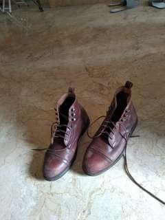 Sepatu Boots pria warna coklat keren