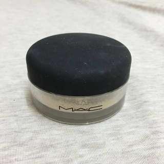 (過期品)MAC升級版柔礦迷光雙效蜜粉底 「剩9成」