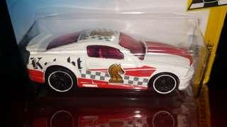 HOTWHEELS 07 Ford Mustang Knight Checkmate White