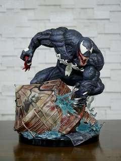 Maniac Venom statue