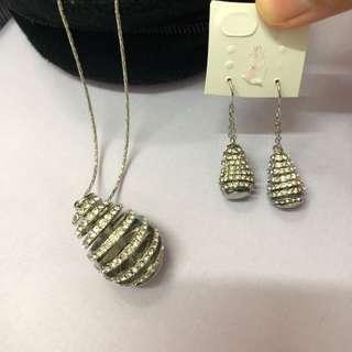🚚 造型水鑽💎蜂窩 全新垂墜項鍊 耳環三件組 銀飾 香港購入