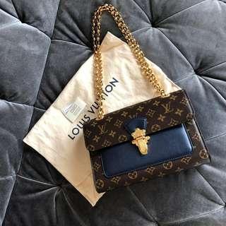 NEW Louis Vuitton LV Victoire Classic Brown Monogram Authentic Bag in Bleu Marine