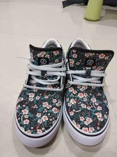 Authentic decathlon skate shoes for beginners