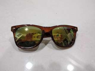 Authentic Rayban wayfarer used once. Clearing my shades as I'm shifting house!!