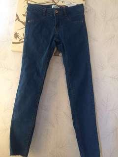 PULL AND BEAR BLUE STRETCHY RIPPED BOTTOM JEANS