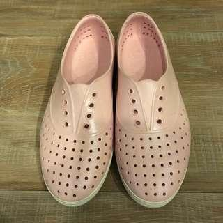 🚚 Native粉紅閃亮女鞋~近全新5號
