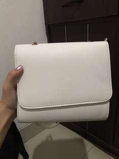 tas hnm putih