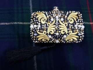 Evening clutch with tassel and gold motifs!