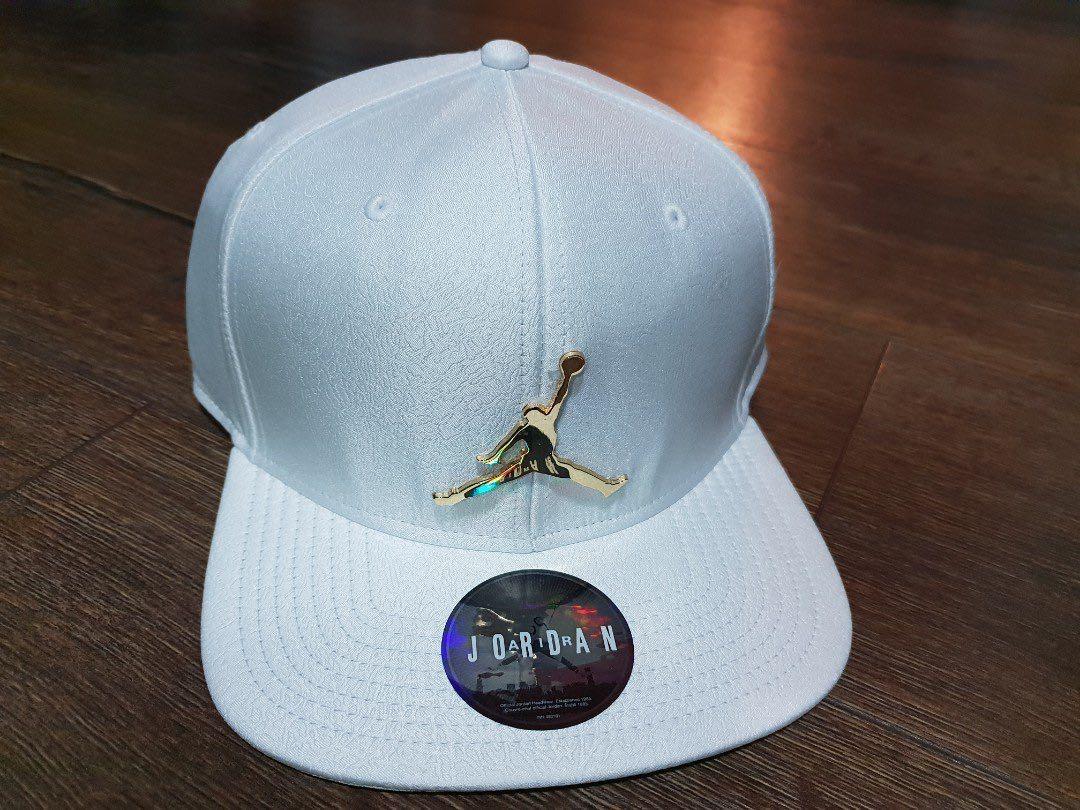 e7e4e5fce07 BNWT Air Jordan Snapback White Gold