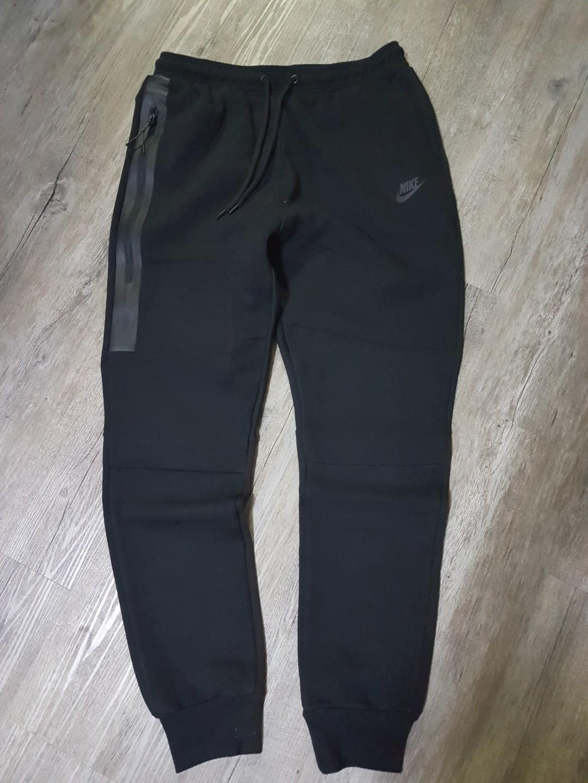 new style bf5f7 e29c7 Nike Tech Fleece Joggers - Size M, Men s Fashion, Clothes, Bottoms ...