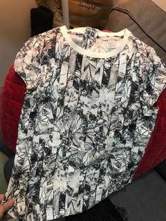 🚚 H&M 黑白花卉上衣