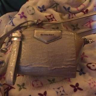 Givenchy Antigona Slingbag