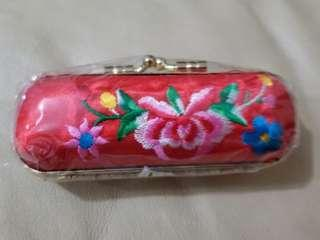 中式繡花唇膏盒