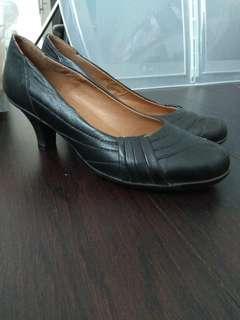Black comfortable heels