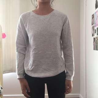 grey-white jumper