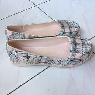 Jelly shoes size 39 atau 40 kecil