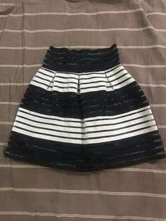 Bottomline Black and white skirt