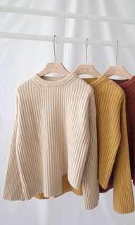 🚚 下擺不對稱圓領直紋毛衣